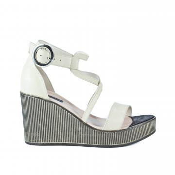 sandale cu platforma, sandale de dama, sandale cu talpa ortopedica, sandale ortopedice, sandale crem, sandale piele naturala, sandale comode, sandale inalte