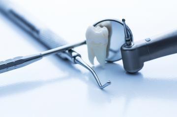 carie, tratament carie, stomatolog bun, dentist bun, implant ieftin