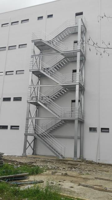 oferte scari evacuare parcari, scara metalica de incendii parcare auto, scariu metalice pentru parcari de siguranta, oferte scari de incendii ieftine, productie Bucuresti de scari metalice